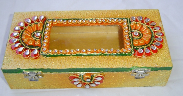 120040 Wooden decorative Rupees gaddi box