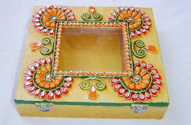 120042 Wooden decorative Rupees gaddi box for double gaddi