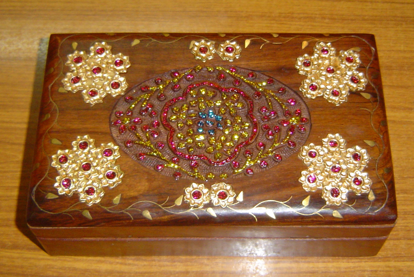 130029 Wooden carving and decorative box