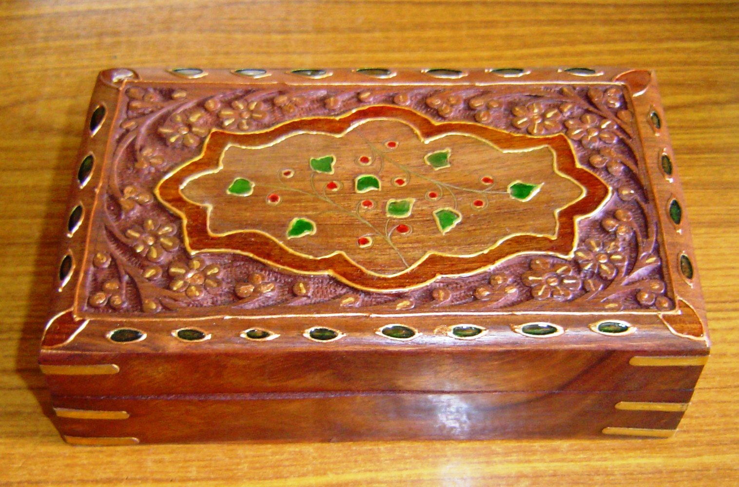 130054 Sheesham Wood carving and decorative box
